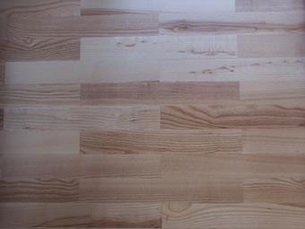 Fußboden Verlegen Englisch ~ Natürlicher fußboden für sicheres gehen auf schönem grund
